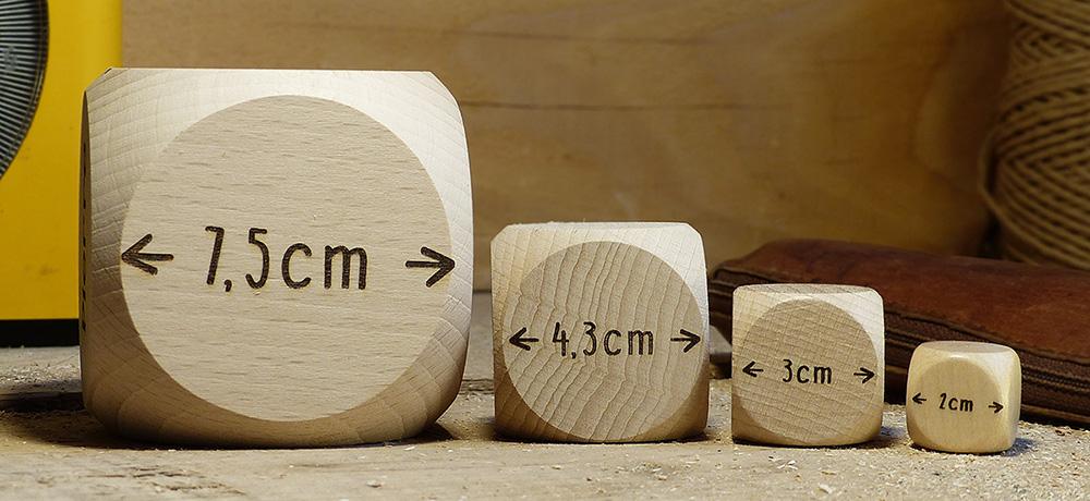 Nuestros diferentes tamaños de dados para personalizar, 2 cm, 3 cm, 4,3 cm o 7,5 cm